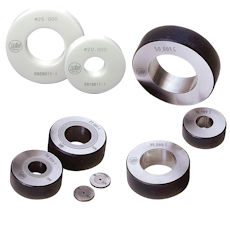 Ring gauges made of hardened tool steel, tungsten carbide or ceramic according to DIN 2250-C. Diameters up to 400 mm. Other sizes intermediate sizes or other forms on request.