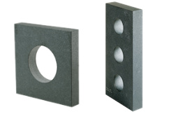 <strong>Master quares 90° in rectangular design made of granite</strong> in accuracy class 00 and 000, 4-sides machined. Angular accuracy according to DIN 875, flatness according to DIN 876.